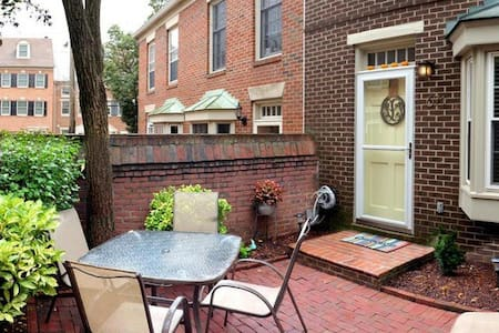 Private room and bathroom in Old Town Alexandria - Alexandria
