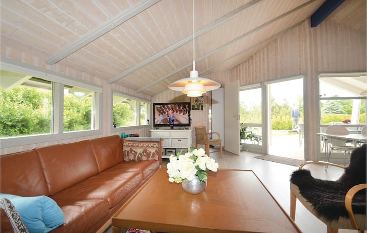 Holiday cottage with 4 bedrooms on 86m² in Væggerløse