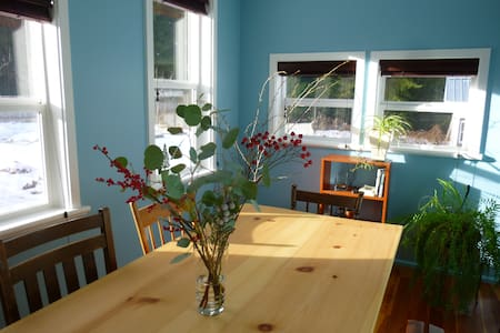 Blue Moon B&B, 2nd floor room for 2 - Slocan - ที่พักพร้อมอาหารเช้า