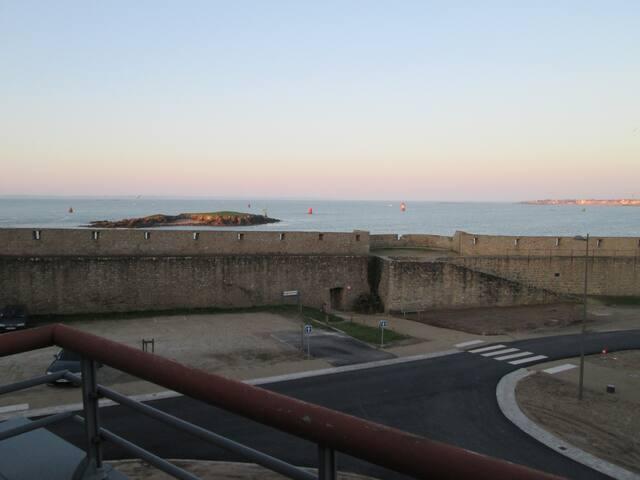 Vue féérique Mer-20m plage-250m Commerces-Parking