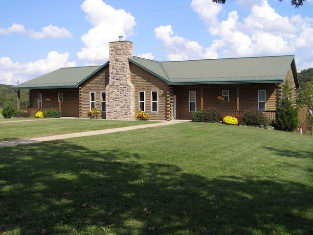 The Lodge @ White Buffalo Ranch - Sleeps 28 - Falcon - Casa