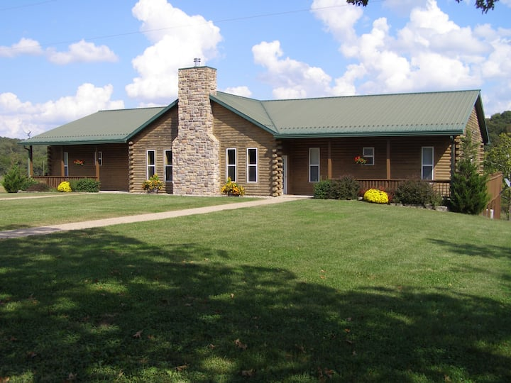 The Lodge @ White Buffalo Ranch - Sleeps 28