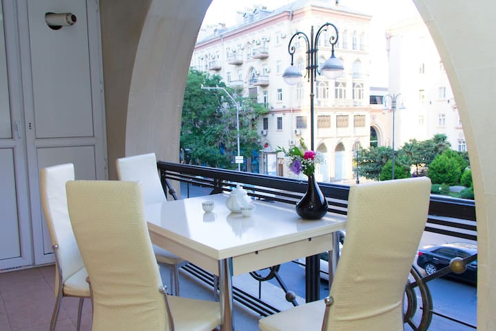 BakuCity apartment  (Great location+terrace) - Bakı - Huoneisto