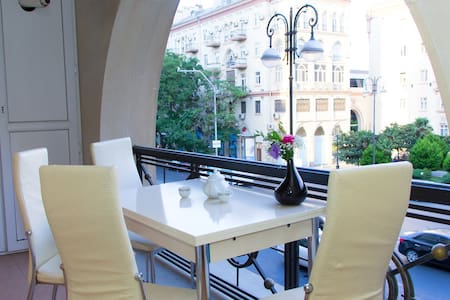 BakuCity apartment  (Great location+terrace) - Bakı - Apartemen