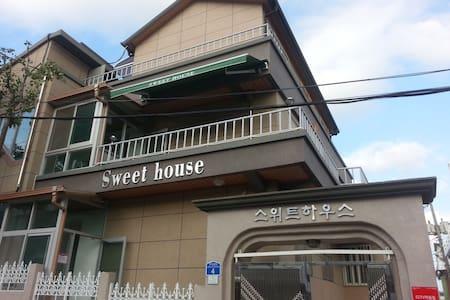 스위트하우스 - Gangneung-si - Bed & Breakfast