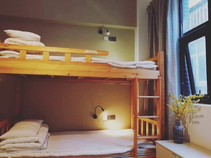 乐荷|青年旅舍床位四人间北大街地铁口近钟楼回民街交通便利适合考研学生旅游常租公寓
