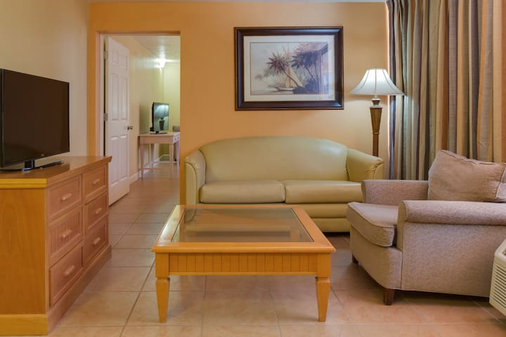 2-Bedrooms! / Sleeps 8 Persons! 2MI FROM DISNEY