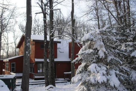 POCONO MOUNTAIN GETAWAY THE CHALET Best Vacation - Tobyhanna