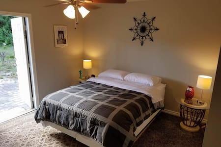 Bedroom and Bonus Room Suite with Private Bathroom - Boynton Beach