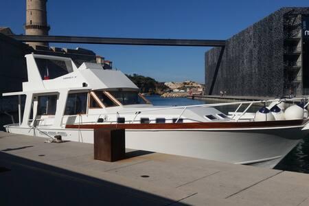 "Yacht ""Riva"" on  Frioul Island - Marseille - Bot"