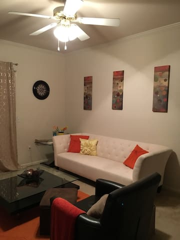Private Room & Bathroom - Overland Park - Apartment