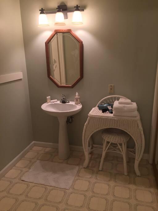 Full bath, towels and toiletries provided. Spacious closet.