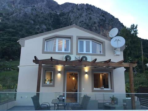 Barbati, Hus med s.pool, hav- og bjergudsigt