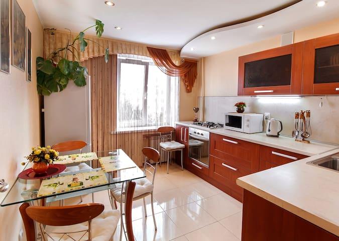 Волжский.Мира 93. 2-к.кв.VIP-класса (Отчетн.докум) - Volzhskiy - Apartamento