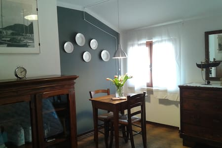 Cozy attic room in the city centre + roof terrace - Garda - Leilighet
