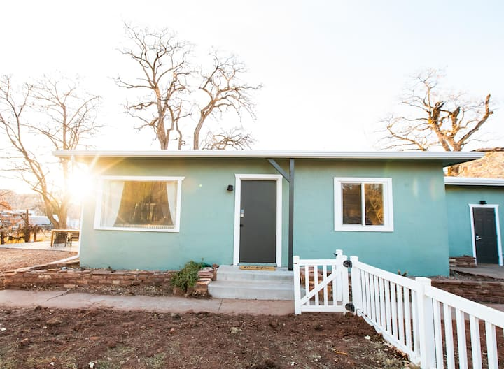 Newly updated bungalow - near Zion and Bryce!