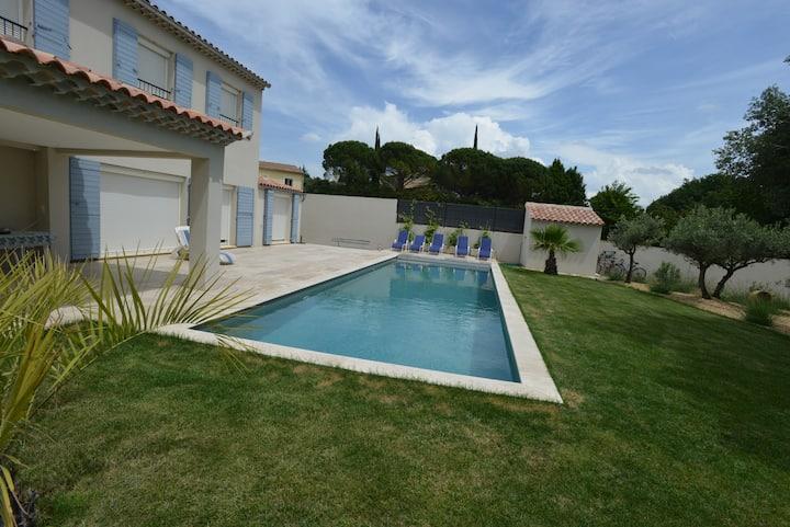 Grande villa avec 1 chambre privative et piscine