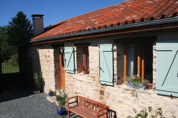 Converted Barn, fine accommodation for all seasons - Bussière-Galant - Hus