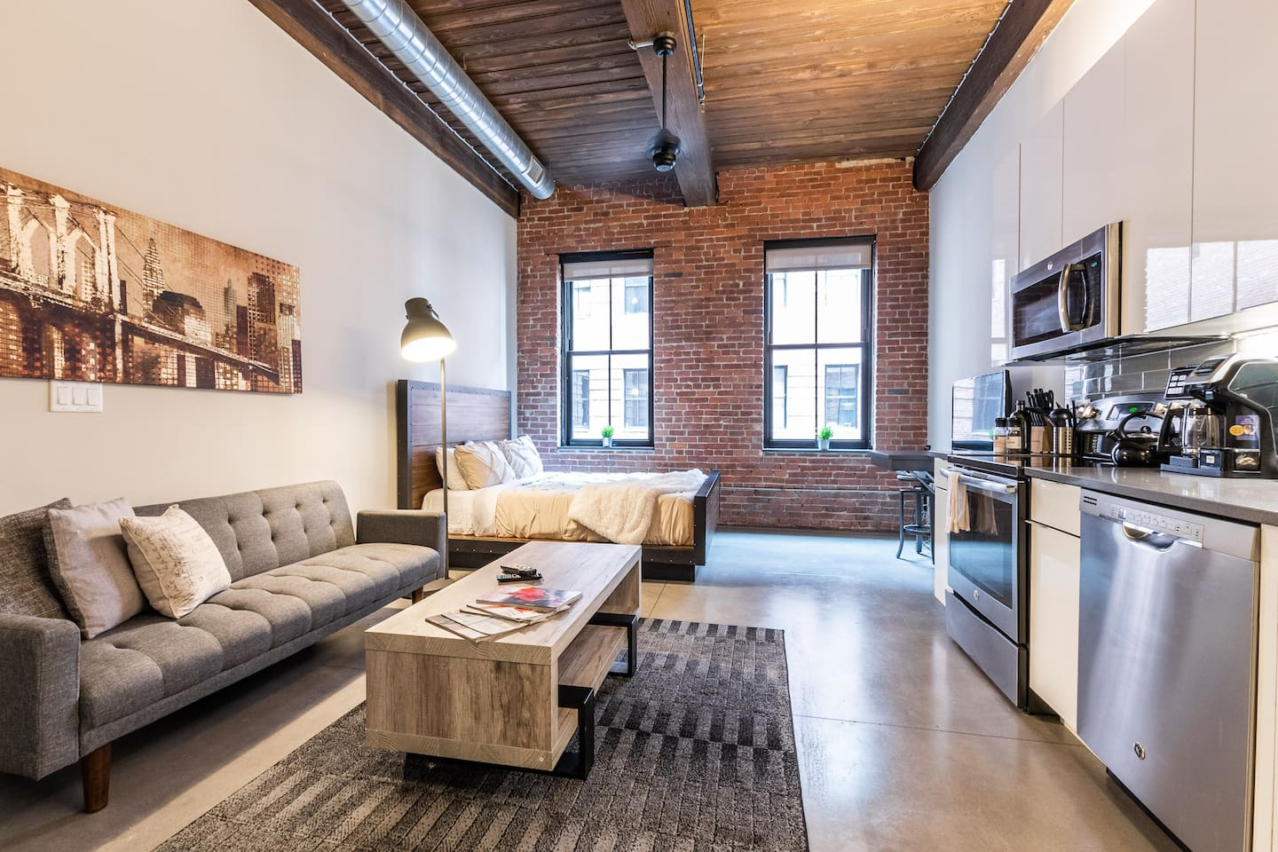 Industrial style studio apartment perfect for any short/long term stays.  Great location, quiet neighborhood, amazing amenities!