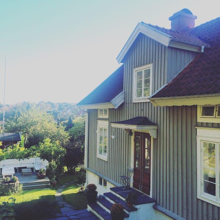 Spacious House - Great Neighborhood