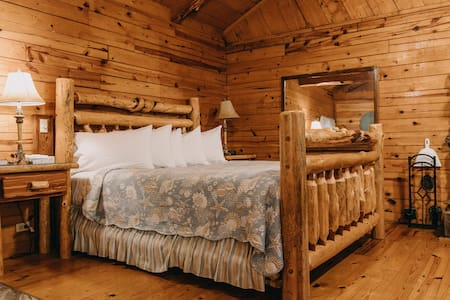 Romantic Cabin Seclusion for Two