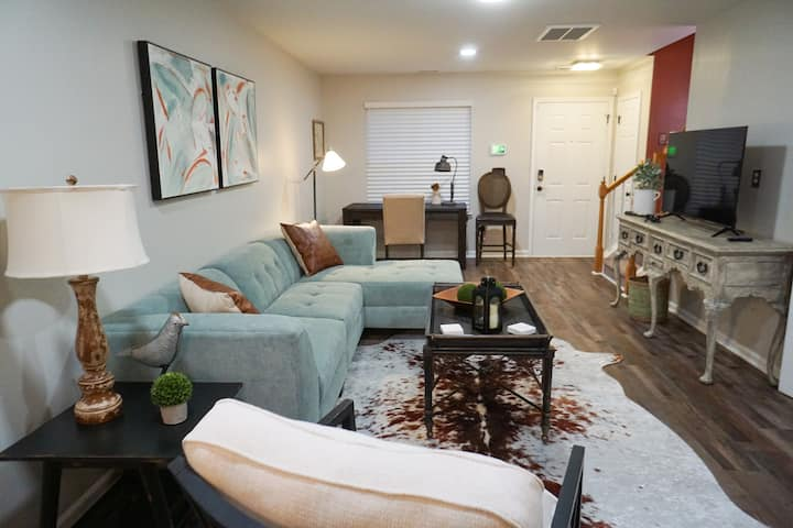 Tranquil Townhome - Convenient NE Raleigh location