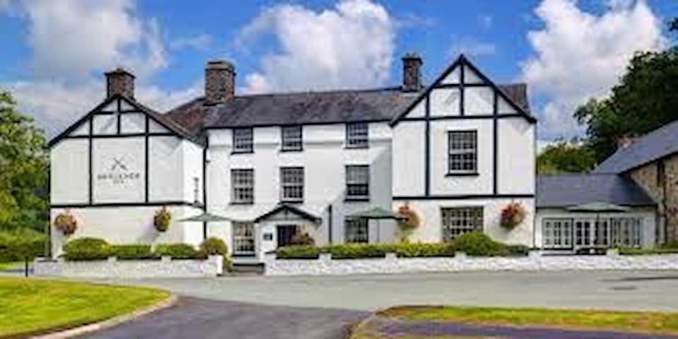 9 Bedroom Premium B&B in Snowdonia - Mallwyd - Bed & Breakfast