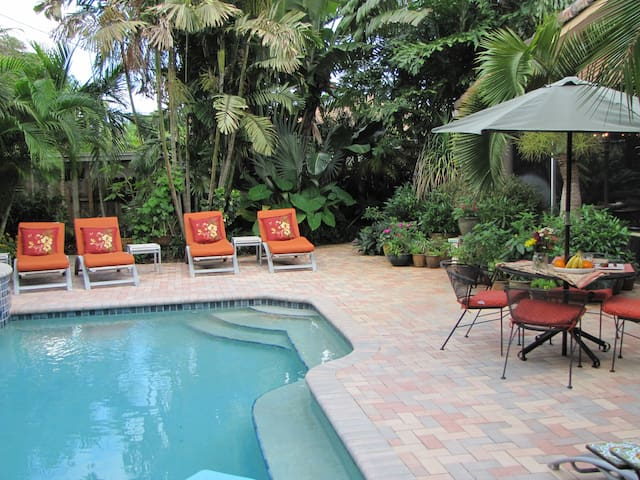 (FH) 3B/3B Pool, Walk to dining, Beach 7 min drive - Wilton Manors