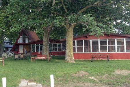 Elliott's Nest Cottages: Front Cottage