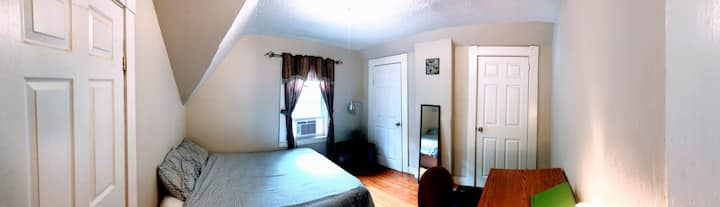 Cosy Bedroom 35 mis from Boston, NorthWest 2nd Flr