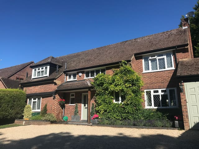 Spacious Marlow 4 bed home close to town centre