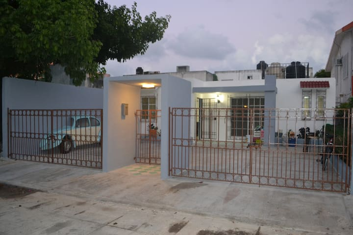 La Mejor Ubicación Estilo Vintage WIFI - Cancún - Bed & Breakfast
