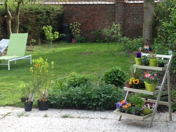 Big independent room - garden-20mins from Brussels