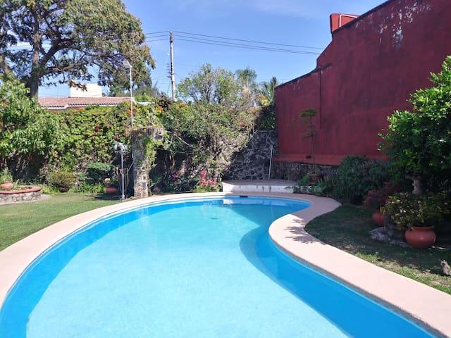 Casa Antigua Sola con Alberca en Cuernavaca!!!