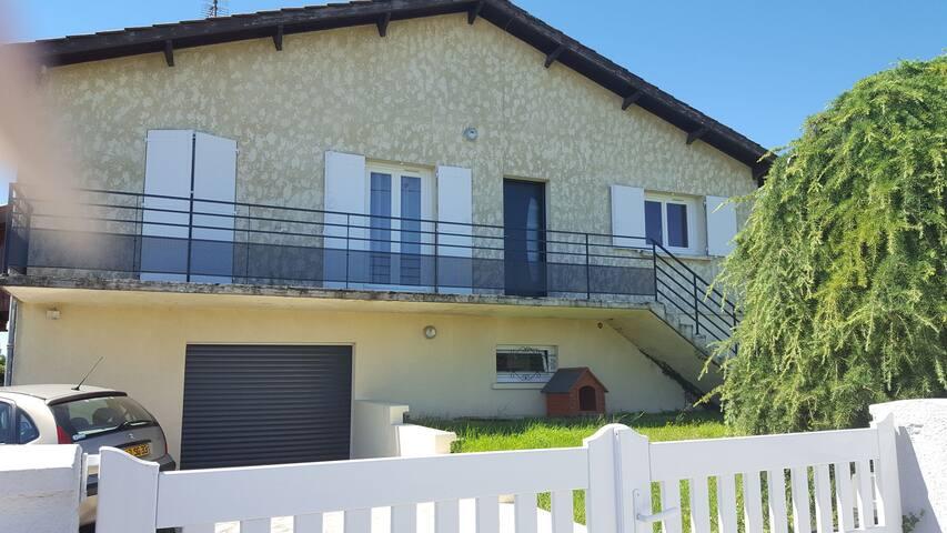 Maison chaleureuse proche de  Bordeaux