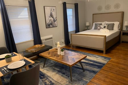 Chic Haven (1.6 miles from beach )