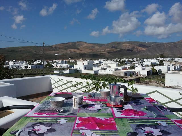 Lanzarote, quiet rural location with great views
