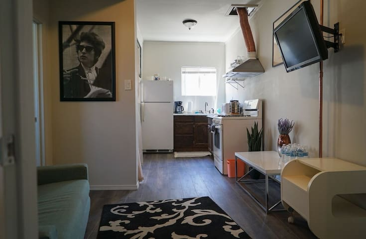 Remodeled Chic 1-Bedroom Loft | 5min ~ Downtown LA