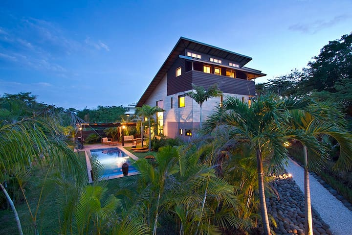 """Woodbox Costa Rica"" Luxurious Home on the Pacific"