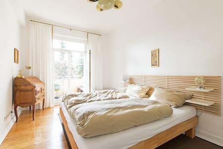 Wunderschönes Zimmer mit Balkon - 法兰克福 - 公寓