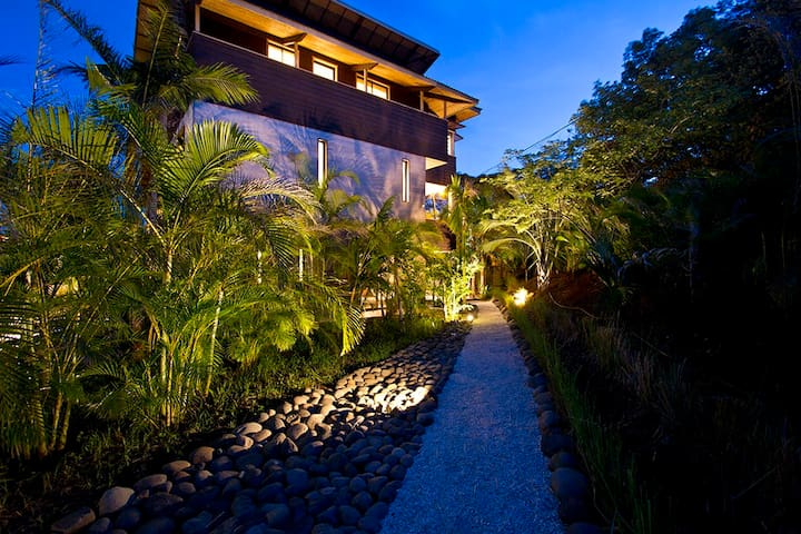 """""""Woodbox Costa Rica"""" Luxurious Home on the Pacific - Playa Junquillal - Villa"""