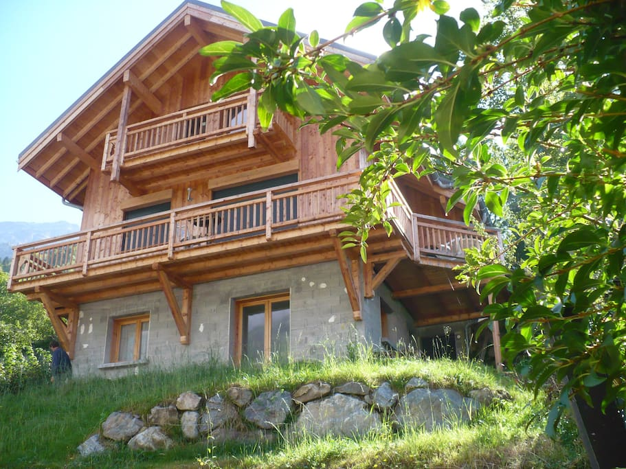 Chalet domaine alpes d huez vaujany apartments for rent for Piscine de vaujany