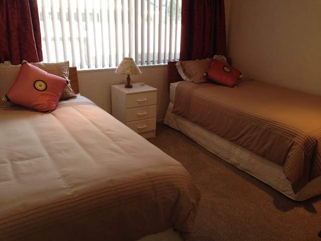 Optional bedroom with king single beds