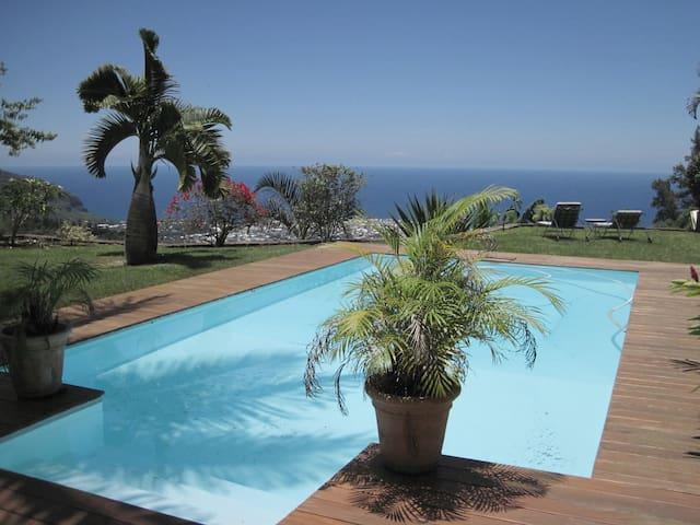 Villa ,vue extraordinaire dStDenis - Saint denis - บ้าน