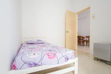 Easy Cheap Room c/w mini-bar & fan - Balik Pulau