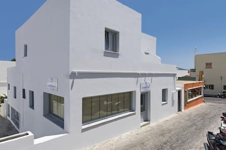 Cent Delux suite htl in Fira