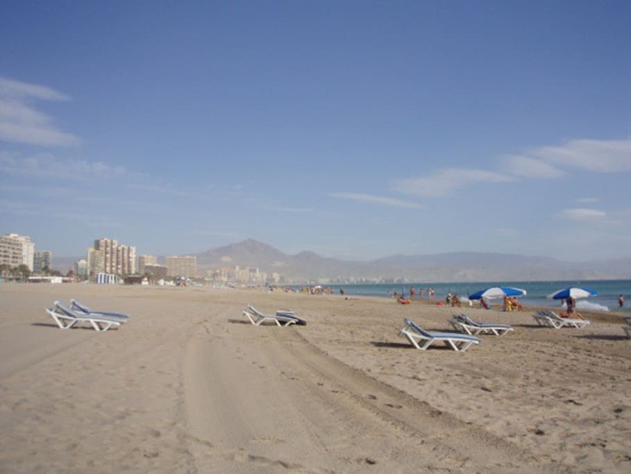Fantastic Playa de San Juan, clean and clear water