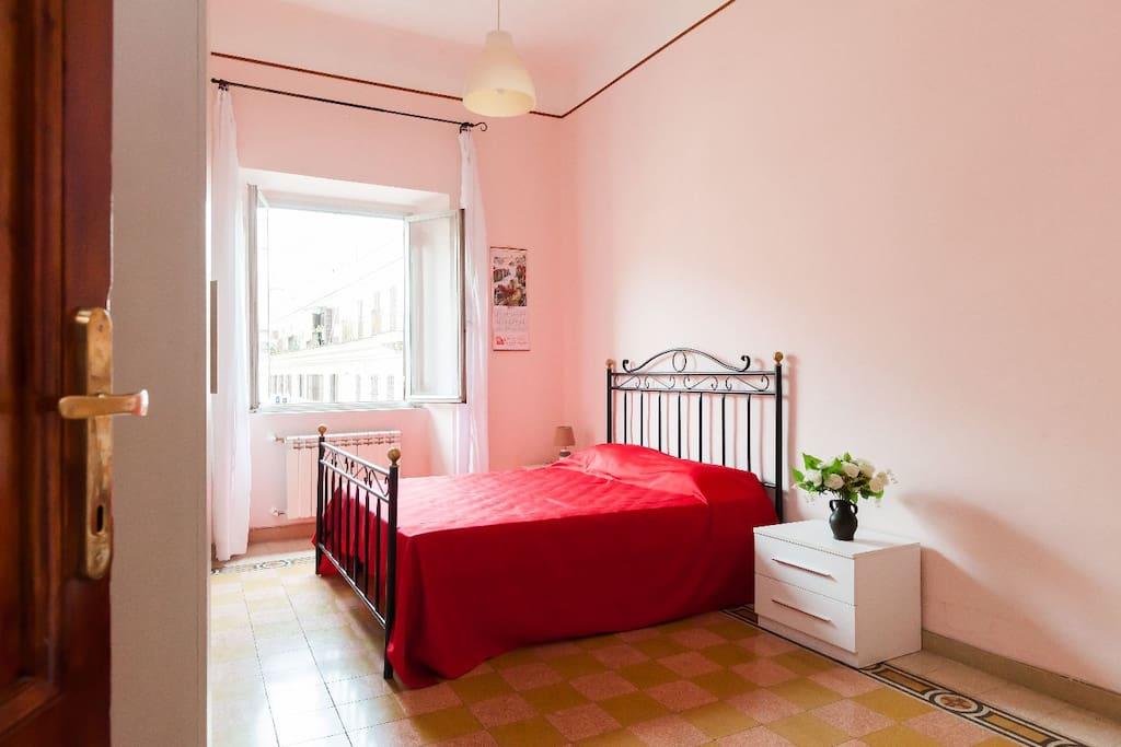 Camera con bagno termini centro appartamenti in for Camera roma