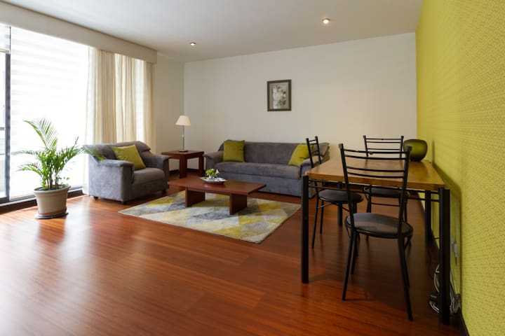 Beautiful 2BDR,2BTH WIFI great location 24h guard - Quito - Appartement