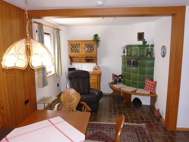 Schwarzwälder Ferienwohnungen - Schwarzwaldhaus, (Seelbach), Whg. 4 Schwarzwaldstube, 70 qm, 1 Schlafzimmer, 1 Wohnzimmer, max. 6 Personen